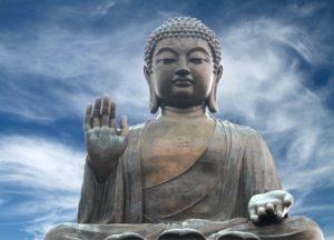 sitzender Buddha im Freien